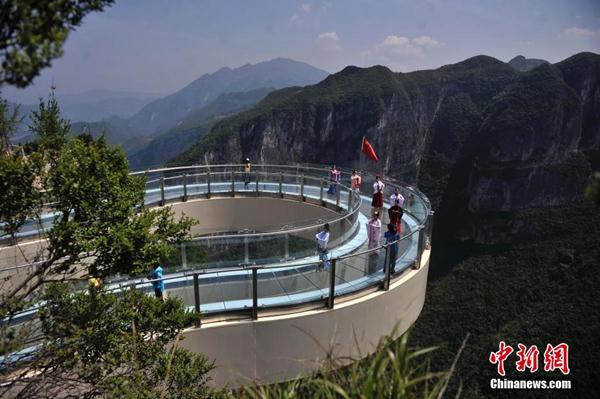 สะพานกระจก ตั๋วสัญญาใช้เงินสภาพอากาศเพรงวางแผนท่องเที่ยวท่องเที่ยว